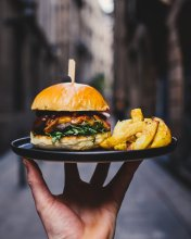 hamburger-and-fries